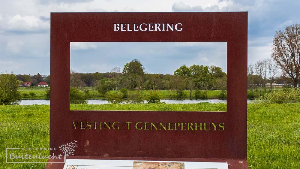 Infobord over Vesting Genneperhuys in de Oeffeeter Meent