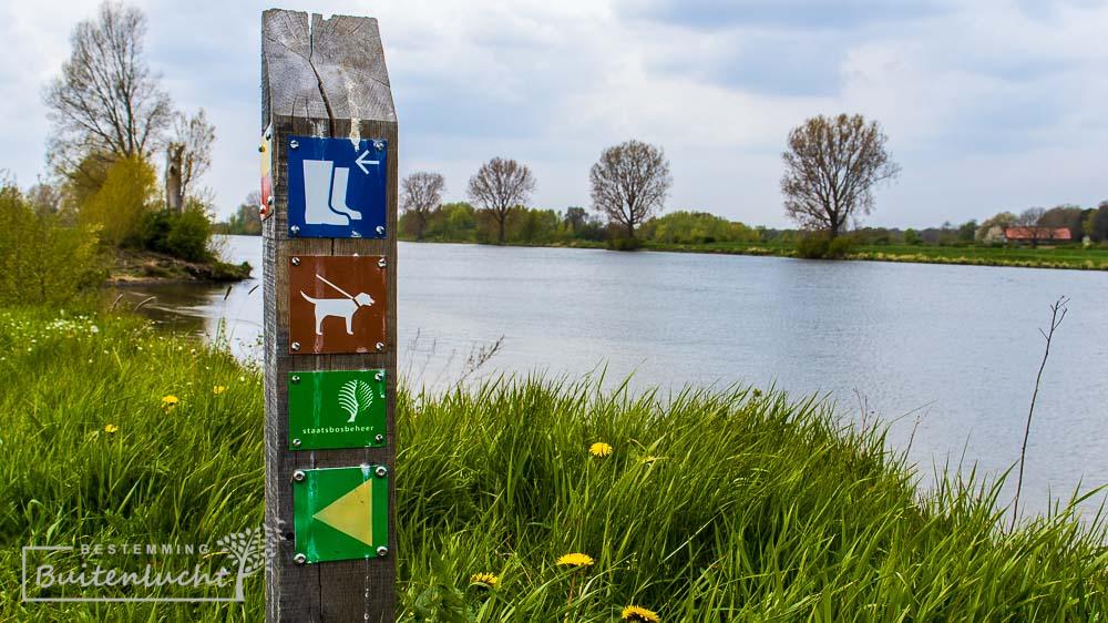 Paaltje langs de Maas voor de Oeffelter Meentroute