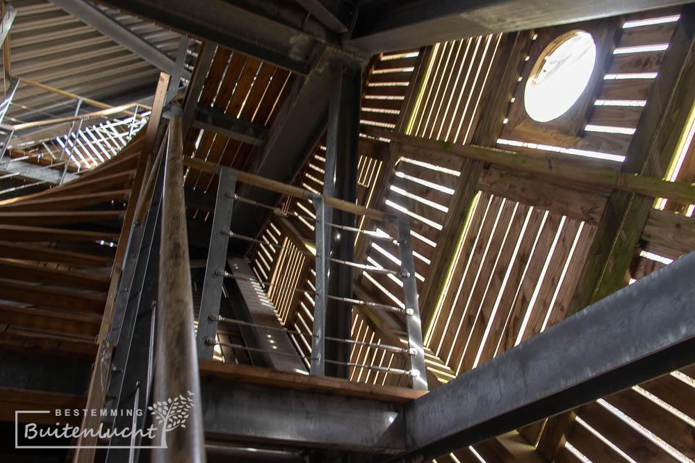 Binnenkant van Uitkijktoren De Zeven