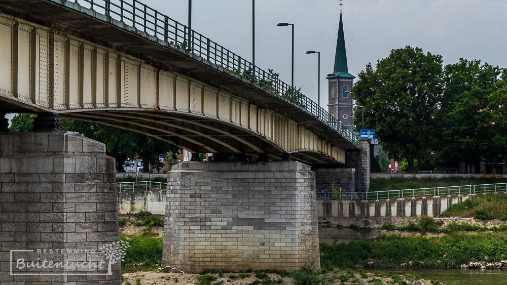 brug naar Maaseik